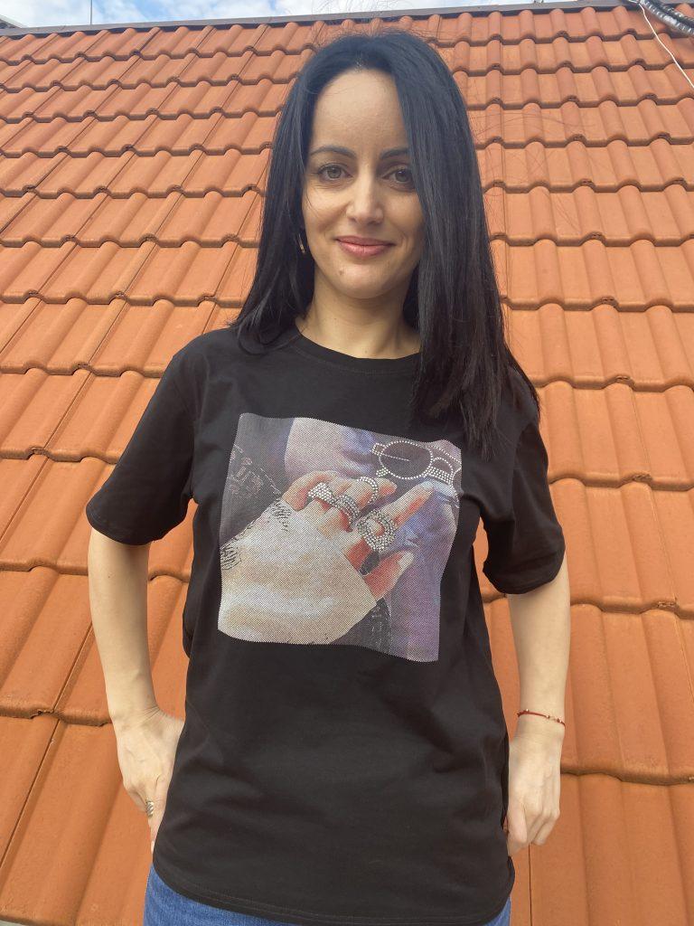Тениска с щампа и камъни Glasses Amo & Roma 92409