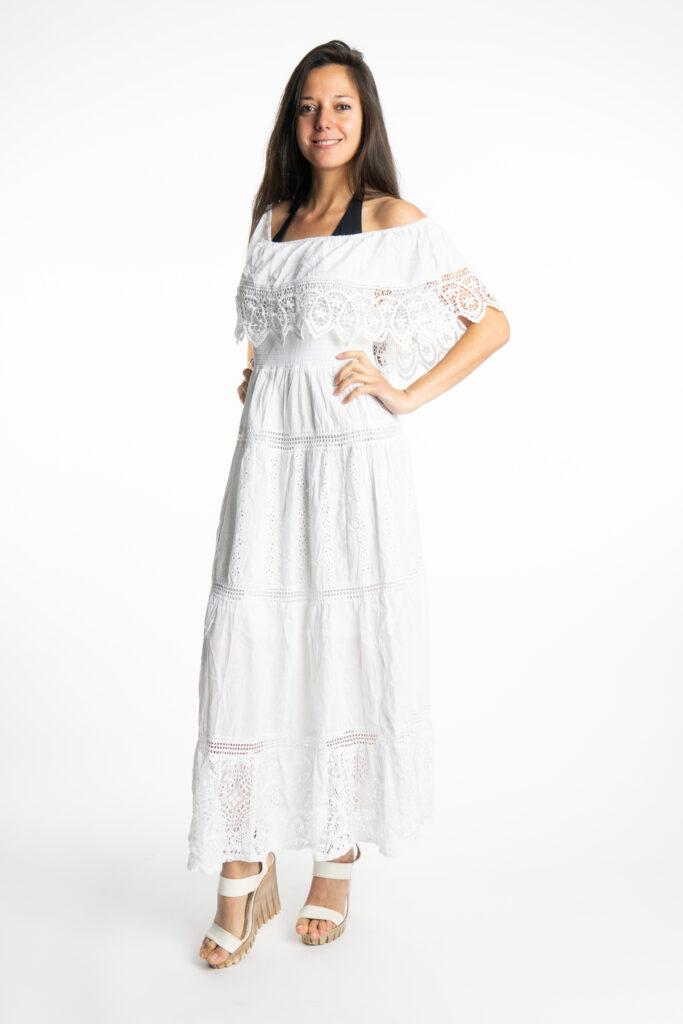 Дълга бяла рокля с волан на деколтето Siya 10285